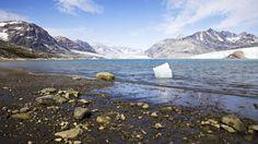 Das Schmelzen der Grönlandgletscher trägt maßgeblich zum weltweiten Anstieg der Meeresspiegel bei. Nun zeigen neue Messungen, dass der Eisverlust deutlich größer ist als bislang angenommen.
