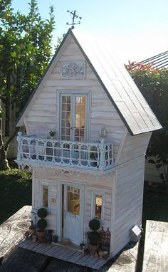 Tiny House Doll House. Daisy Pink Cupcake: ~Shabby Bedroom~