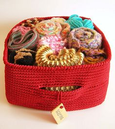 Ravelry: Tapestry crochet basket pattern by ChabeGS