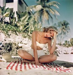Grace Kelly - always chic, even at the beach