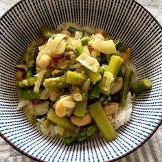 Curry de espárragos trigeros y anacardos Asparagus, Potato Salad, Curry, Potatoes, Vegetables, Cooking, Ethnic Recipes, Food, Vegetarian