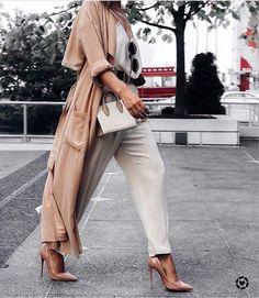 """2,432 curtidas, 18 comentários - 5 (@high_5_to_fashion) no Instagram: """"@world_fashion_styles✔ @aurelafashionista . #Tagsapp #fashionstylist #fashionbag #fashionbloggers…"""""""