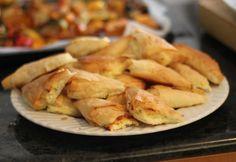 Τέλεια τραγανά τυροπιτάκια Σερβίρονται ζεστά ή κρύα είναι απλά τέλεια!
