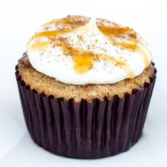 Hapa Cupcakes: Will You Remember Me in the Morning? Madagascar Vanilla & Kahlua batter with cinnamon streusel, topped with cream cheese frosting.