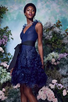 Vogue Paris, Vogue Fashion, Fashion Show, Spring Fashion, Fashion Design, Hot Dress, Dress Up, Marchesa Spring, Blue Evening Gowns