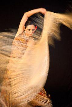 Flamenco con Mantón, Spain!