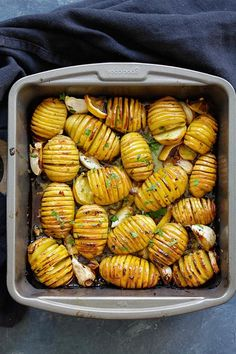 Lemon Herb Roasted Potatoes - 10 Easy and Healthy Roasted Vegetable Recipes Herb Roasted Potatoes, Roasted Potato Recipes, Roasted Vegetable Recipes, Fried Potatoes, Baby Potatoes, Veggie Recipes, Easy Delicious Recipes, Healthy Dinner Recipes, Vegetarian Recipes