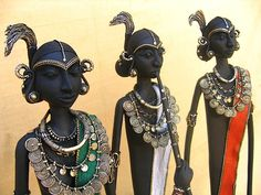 In today's Hands of Grace article, we take a look at Dokra art, the age-old craft of making metal artifacts from Chhattisgarh.