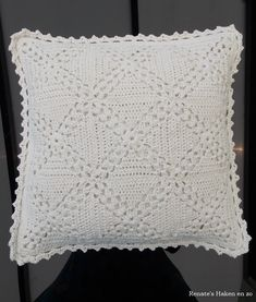 Off-white katoenen kussen (met link naar gratis patroon) / off-white cushion (with link to free pattern)