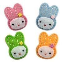 these felt bunnies would make super cute little brooches. must try