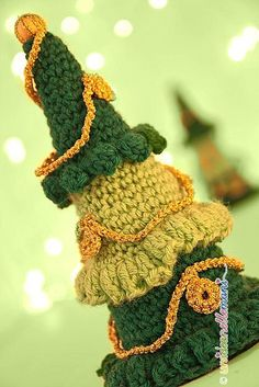 Christmas trees in 3D crochet pattern