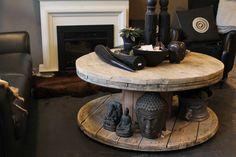 Stoere salontafel van kabelhaspel met steigerhouten blad. Verkrijgbaar bij Meubelfit