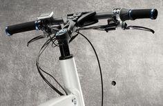 BMW ska öppna en konceptaffär i London och passade på att presentera en elcykel i samband med den premiären. i Pedelec som cykeln heter har rätt små hjul (16 tum) men det är ju rätt ok för en cykel som går att fälla ihop. När batterierna är full-laddade tar den treväxlade motorn dig mellan 25 och 45 kilometer i max 25 km/h. Vill du cykla snabbare får du snällt trampa själv.