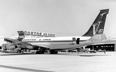 Qantas Cargo - Modified 'V-Jet' livery at Sydney Kingsford Smith Airport, circa Qantas Heritage Collection Best Airlines, Cargo Airlines, Australian Airlines, Boeing 707, Freight Forwarder, Cargo Aircraft, Airport Photos, Aviation News, Air New Zealand