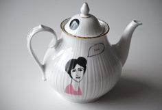 Vintage teapot with the two friends Jeanne and door celindaversluis, €52,00