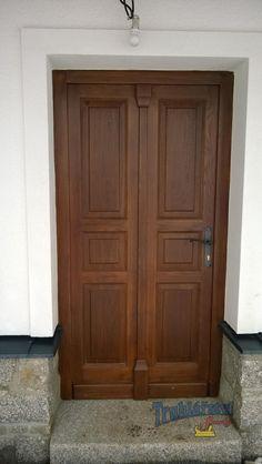 Dveře dubové vstupní, jednokřídlé, drásané, nátěr lazurou.