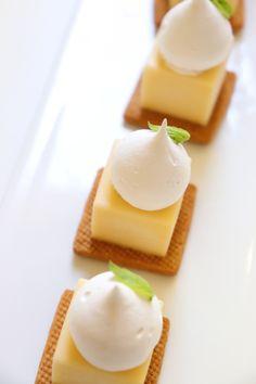 Bite Size Desserts, No Cook Desserts, Mini Desserts, Sweet Desserts, Plated Desserts, Easy Desserts, Dessert Recipes, French Desserts, Mini Patisserie