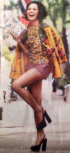 Andien, Indonesia singer, wearing Edward Hutabarat's batik design in New York, even Donna Karan loves it very much. Very beautiful ensamble Traditional Fabric, Traditional Outfits, Bolero Pattern, Asian Fabric, Batik Kebaya, Blouse Batik, Batik Fashion, Lovely Dresses, International Fashion