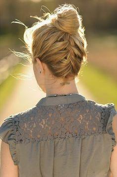 Preciosa opción para un día en que tu cabello amanezca rebelde