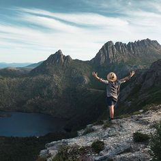 Embracing the weekend like. 😁 Marion's Lookout is perched on the edge of a high glacier-carved plateau and offers spectacular views of Cradle Mountain and the mirrored lakes below. Huge thanks to for this image from Tasmania, North West, Lakes, Grand Canyon, Mountains, Travel, Image, Viajes, Traveling