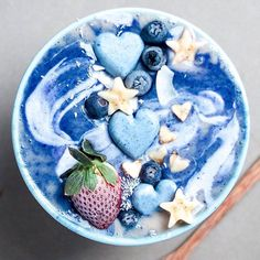 Onlineshop for Matcha tea, detox articles and superfoods - Healthy Bowl - Smoothie Recipes Healthy Bowl, Healthy Smoothies, Smoothie Recipes, Healthy Drinks, Kreative Desserts, Unicorn Foods, Blue Food, Strawberry Smoothie, Breakfast Bowls