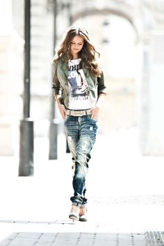 Street these jeans! Passion For Fashion, Love Fashion, Fashion Outfits, Fashion Trends, Jeans Fashion, Urban Chic, Urban Outfits, Jeans Style, Dress Me Up