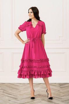 Rachel Parcell The Berry Dress Chartreuse Dress, Pink Ruffle Dress, Diva Fashion, Fashion Bloggers, Dress With Bow, Fall Wardrobe, Maternity Fashion, Dress Collection, Dress Patterns