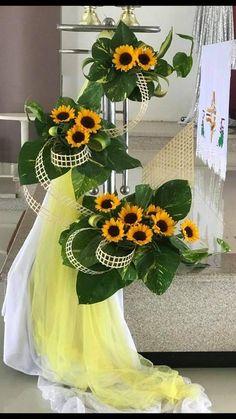 Contemporary Flower Arrangements, Creative Flower Arrangements, Church Flower Arrangements, Floral Arrangements, Flower Bouquet Wedding, Summer Flowers, Ikebana, Beautiful Flowers, Diy And Crafts