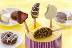 I bite di frutta ricoperta di cioccolato sono un modo goloso per far mangiare la frutta ai bambini; frutta a pezzi rivestita di cioccolato fondente.