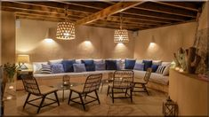 rusztikus enteriőr mediterrán stílusú parasztházban, görög lakások (Luxuslakás 7) Conference Room, Sweet Home, Couch, Furniture, Home Decor, Settee, Decoration Home, House Beautiful, Sofa