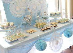 Fiesta de primera comunión decorado  de colores azul y blanco.