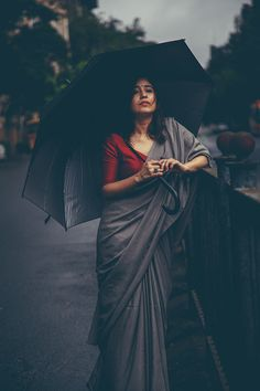 Shweta Tripathi shot in Colaba in the Backdrop of Iconic Buildings Like Elphinstone College and David Sasoon Library. Beautiful Girl Indian, Beautiful Girl Image, Beautiful Indian Actress, Beautiful Roses, Indian Photoshoot, Saree Photoshoot, Portrait Photography Poses, Photography Poses Women, Girl Photo Poses