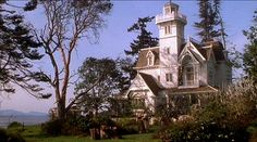 "Practical Magic movie house-exterior - An article with lots of pics of the house (unfortunately the ""house"" is no longer there)"