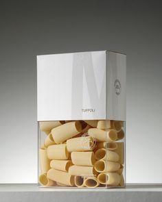 Agamy trouve très joli ce packaging. Massimo Mancini est un fabricant de pâtes haut de gamme dont le blé est cultivé dans l'exploitation (un bon moyen pour faire de la traçabilité). Le packaging est magnifique, un véritable écrin avec des effets de transparence qui laisse entrevoir les pâtes. #packaging #inspiration