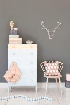 Coastal Style: Scandi Style | Peach Accents