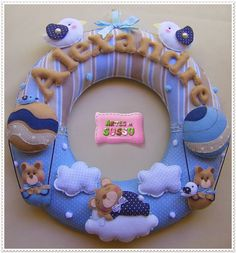 guirlanda Alexandre Felt Wreath, Felt Garland, Felt Ornaments, Sewing For Kids, Baby Sewing, Felt Crafts Patterns, Gift Wrap Box, Felt Monster, Handmade Baby Gifts