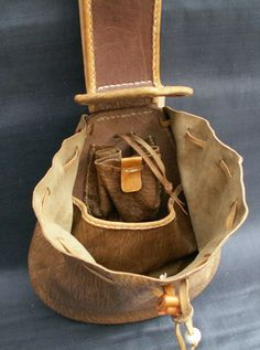 Century Belt Purse - thinking this would make a great fire kit bag with a f. Century Belt Purse - thinking this would make a great fire kit bag with a folding knife/multi tool inside. Larp, Crea Cuir, Belt Purse, Ladies Purse, Renaissance Fair, Medieval Clothing, Leather Projects, Leather Pouch, Soft Leather
