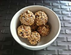 Energiekugeln mit Cranberrys und Mandeln ~ Energy balls with cranberries and almonds