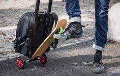 2. Дорожный чемодан-рюкзак со встроенным самокатом