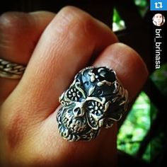 Sabrina wears her Sacra Muerte Ring with Grey Pearl!