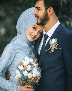 45 ideas for wedding couple poses woods Wedding Couple Poses Photography, Wedding Poses, Wedding Photoshoot, Wedding Couples, Photography Ideas, Wedding Ideas, Photoshoot Ideas, Muslimah Wedding Dress, Muslim Wedding Dresses