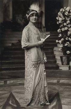 1920's fashion. So glamorous!