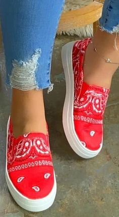 Loafer Sneakers, Gold Sneakers, Loafer Flats, Platform Sneakers, Sneakers Fashion, Loafers For Women, Shoes Women, Toe Shape, Skate Shoes