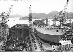 Nach drei Wochen in der Werft in Inochima/Japan ist der Stapellauf eines Griechen Tanker eine willkommenen Abwechslung/1964