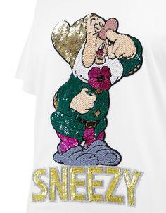 T-shirt Sneezy | Mary Katrantzou x Disney x Colette Mary Katrantzou, Disney, Mens Tops, T Shirt, Fashion, Supreme T Shirt, Moda, Tee Shirt, Fashion Styles