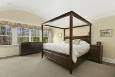 East Hampton - Town & Country Real Estate #hamptons #homedecor #bedroom