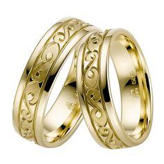 "Disse ringe i 8 karat guld fra www.bartoli.dk er med et fint ""nordisk inspireret"" mønster.  Se mere til ringene her http://www.bartoli.dk/shop/vielsesringe-8-kt-3443p.html"