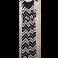 "Espresso Maxi Dress Size Small Mint Condition ESPRESSO Womans Maxi Dress Size SMALL Tan, White and Black zig Zag Striped Full Length Stretch  Bust 18"" armpit to armpit Length 54"" Espresso Dresses Maxi"