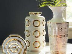 Porselens vase i hvitt og ekte gull, fra Jonathan Adler. d16,5xh37cm