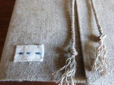 Couvre-livre ... le tuto - Douce campanule Point Invisible, Arrow Necklace, Diy, Magazine, Quiet Books, Couture Facile, Clutch Bags, Bricolage, Magazines